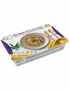 Noodles konjac with pork tenderloin and boletus